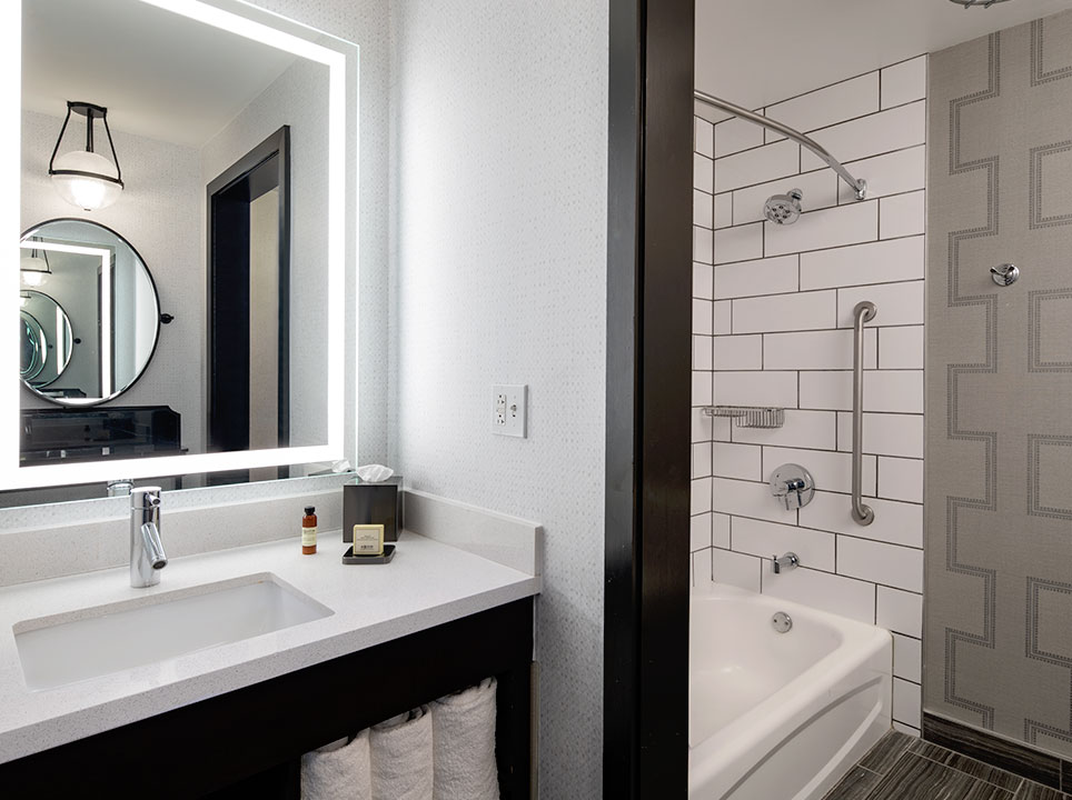 The Notary Hotel, Autograph Collection, Philadelphia PURE Wellness Queen Guest Room